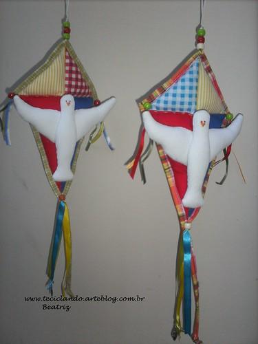 Divino Espirito Santo pra  berço - menino by Teciclando artes em tecidos