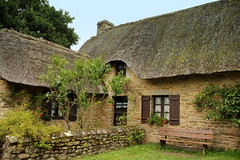 Traditional thatched cottage (catb -) Tags: france brittany village traditional cottage bretagne thatch fa chaume chaumière loireatlantique brière