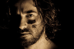 Tiempo de pasar al ataque... (Hctor Ruiz Verde) Tags: selfportrait sony autoretrato a700 minolta5014