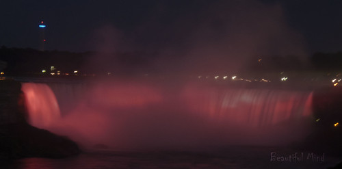 Horseshoe Falls at night 2