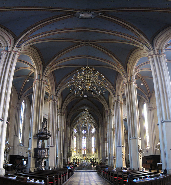 zagreb_cathedral_interior_panorama