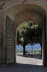 Gita fuori porta - Walk out of the gate (Bluesky71) Tags: gate porta walls mura umbria bettona bellitalia