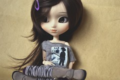 James | Pullip Kaela Custom (Zoo*) Tags: brown white black macro gris james doll noir purple handmade gray violet thecure pullip custom marron blanc kaela custo brun coolcat leeke rewigged obitsu27cm sbhm eyeships chocobrown wigleeke obitsued reshipped d3100 collcatshoes