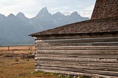 Mormon Row, Jackson Hole (HubbleColor {Zolt}) Tags: barn wyoming jacksonhole grandtetonnationalpark mormonrow 110909dsc1106