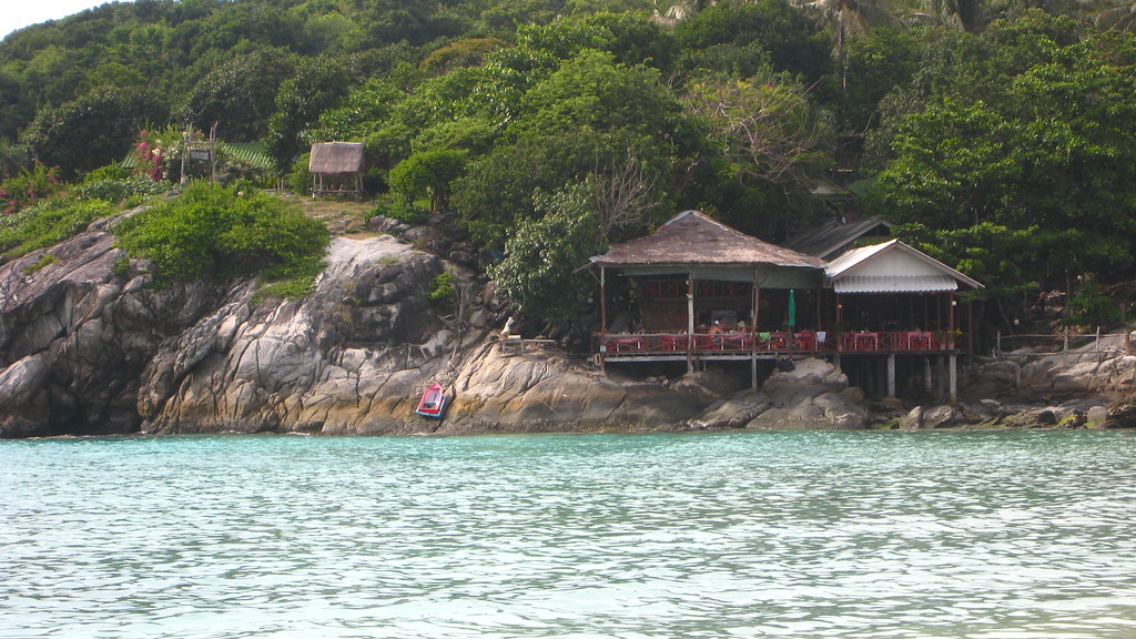 Bungalows on Raya Island