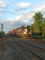 Just Enough Sun (Wide Cab) Tags: cn ic transfer canadiannational illinoiscentral neenahsub winnebagowi l528