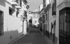 Papeleria (Gabo Barreto) Tags: street shadow summer espaa holiday film shop 35mm andaluca spain 135 andalusia narrow papeleria gabo barreto selfdeveloped omsystem gaucn epsonv500 gabobarreto