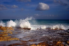 OCEAN SPRAY (ROB HARTLEY 1) Tags: travel beach nature water colors beauty mexico iso100 fantastic nikon waves earth awesome handheld oceanspray d80 panoramafotogrfico ringexcellence musictomyeyeslevel1 flickrstruereflection1
