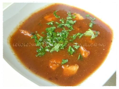 Sopa de tomate y pollo