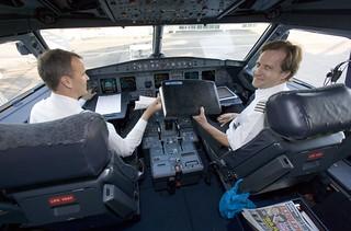 FIN_Cockpit_Crew_in_E170_Aircraft