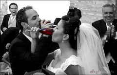 Momentos de Felicidad II (Happy Moments) (Alberto Jiménez Rey) Tags: bw españa white black byn blanco cup out de happy photography grey moments niceshot y drink cut maria negro boda marriage andalucia bn celebration cups alberto manuel cordoba rey alfredo felicidad copa copas momentos bebida grises beber celebracion jimenez aplausos desaturado iznajar giris selectivo aplaudir albjr mygearandme albjr7