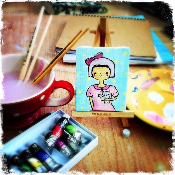 My first arcrylic painting :นั่งคิดว่าจะต้องทำงานอะไรก่อนดี แล้วก็ไปหยิบสีมาวาดรูป...ซะงั้น
