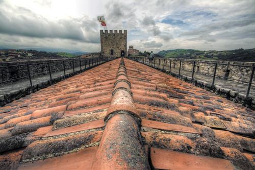 Castle roof. San Vicente de la Barquera. Cantabria. Tejado del castillo