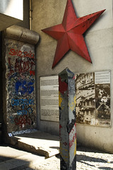 House of Checkpoint Charlie (CZ Photography) Tags: red berlin wall germany star nikon europa europe photographer d2x berlinwall casper ddr rood communisme augustus duitsland historie checkpoint berlijn ster geschiedenis fotograaf grenspaal 2011 symbool zoethout friedirchstrasse boarderpost