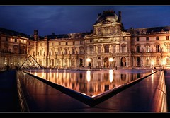 Reflets Au Bassin Du Louvre (Julien Fromentin - Photographe) Tags: city morning light sunset black paris france architecture photoshop sunrise reflections dark french effects flickr minolta louvre monumento sony muse musee bleu cs capitale alpha towns pyramide reflets postproduction architettura historia highdynamicrange sal lelouvre francais citt bassin lightroom historique effets storia   parisien trepied 2875 photomatix poselongue  a850 fromus lungaposa traitements   minolta2875 dslra850 alpha850 posturacolocacin   fromus75