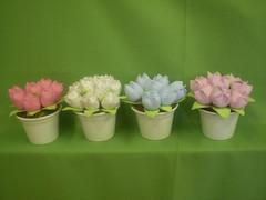 P1010323 (viviane venancio) Tags: tulipas decoração tecidos fadas centrodemesa cachepo lembrançinha bonecafada