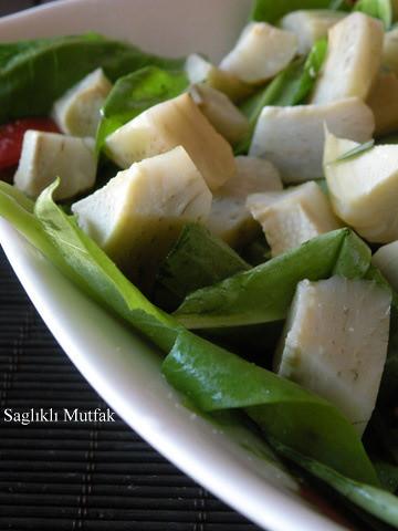 enginarlı kuzu kulağı salatası