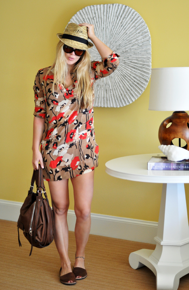 tunic and hat to the pool