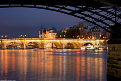 Pont-Neuf et Pont-Des-Arts - Paris (romvi) Tags: city longexposure bridge paris france monument water seine architecture buildings reflections river stars lights golden nikon eau europe cityscape f14 85mm structure villa pont bluehour capitale reflets romain ville pontneuf silouhette etoiles fleuve pontdesarts laseine immeubles batiments dore heurebleue samyang lumires longuepause d700 romainvilla romvi samyang85mmf14