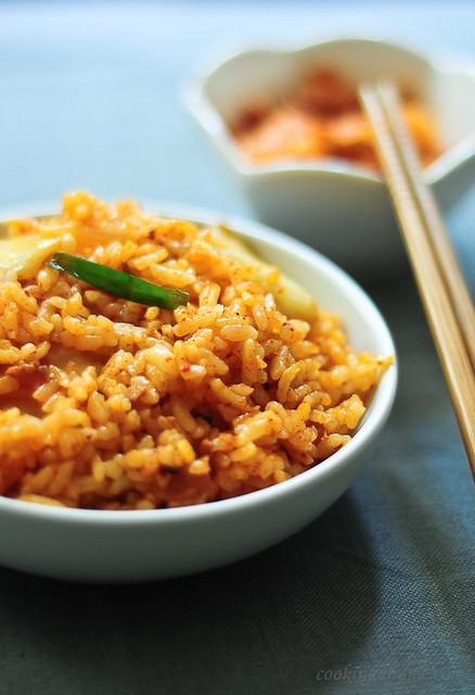 Vegetarian Kimchi Fried Rice (Kimchi Bokkeumbap) Recipe