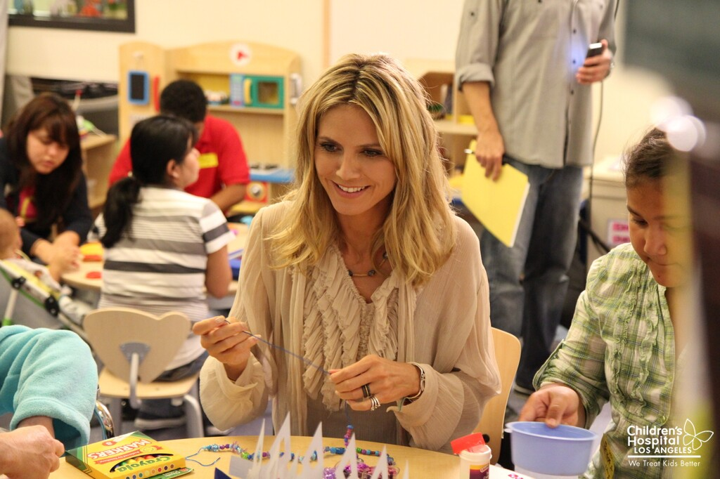 Heidi Klum does crafts with hospital patients