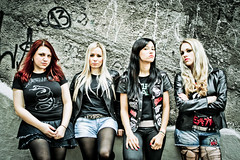 Nervosa (Leandro Pena) Tags: brazil portrait rock brasil banda promo women bresil photoshoot retrato sopaulo band heavymetal brasilien mulheres mujeres nervosa frauen divulgao 2011 thrashmetal girlsband karenramos fotosdedivulgao 28~80mm leandropena photoleandropena fotoleandropena fernandaterra rockgirlsband fernandalira prikaamaral