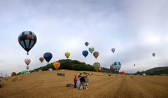 LORRAINE MONDIAL AIR BALLONS, Chambley, France (Gaston Batistini) Tags: panorama france hotairballoon stitched panoramique montgolfiere chambley batistini gbatistini canon5dmkii gastonbatistini