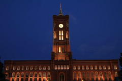 Rotes Rathaus - Berlin - Allemagne (Micky75017) Tags: voyage city travel viaje night canon noche photo europe nacht picture 7d noite nuit notte berlim imagen noc 밤 berlijn berlino 1755 ночь 夜 柏林 베를린 ベルリン берлин ducloux micky75017
