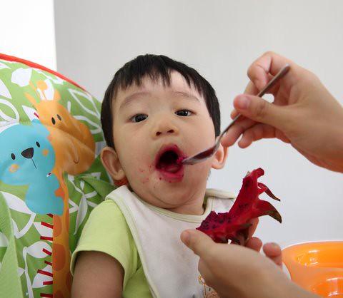 Ethan_eatingdragonfruit