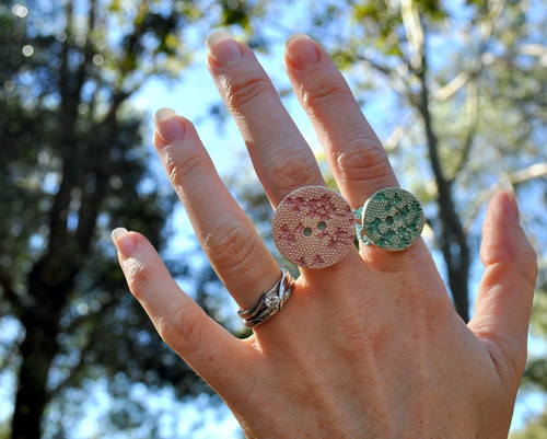 V&A Ceramic Button Rings