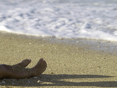 The good side of life (Lumase) Tags: sea feet beach relax irene seafoam lowsun