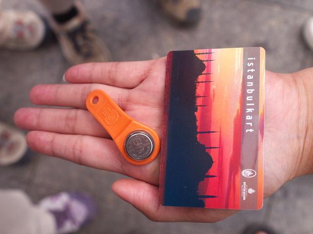 舊式的Akbil與新的感應卡