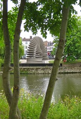 Quantum Leap, Shrewsbury (wonky knee) Tags: uk sculpture shropshire riversevern shrewsbury quantumleap