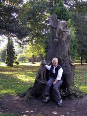 "Tree carving in Bute Park • <a style=""font-size:0.8em;"" href=""http://www.flickr.com/photos/36398778@N08/6069386758/"" target=""_blank"">View on Flickr</a>"