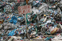 Asia - Philippines / Talisay dumpsite in Cebu (RURO photography) Tags: poverty garbage philippines homeless poor dump streetlife barefoot manila cebu pinay streetkids streetchildren journalism pinoy filipinas crowded philippinen vuilnis scalzi armoede  filippijnen dakloos vuil dumpsite filippine journalisme street piedsnus straatleven piedinudi living straatkinderen overbevolking uitzichtloos straatarm luzzon   filipsoyggjar levenopeenvuilnisbelt livingbetweenthedead levenophetkerkhof