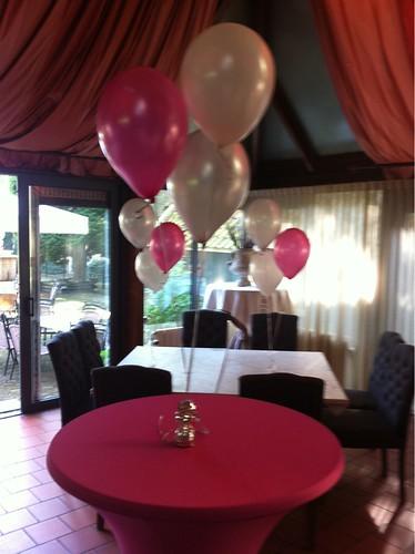 Tafeldecoratie 3ballonnen Fuchsia Zilver De Ridderhof Maassluis