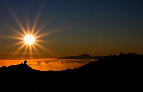 フリー写真素材, 自然・風景, 夕日・夕焼け・日没, 山, 日光・太陽光線,