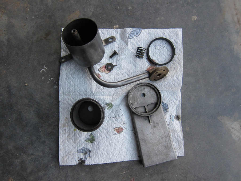 IMG 1772r Oil Sump pick  up  components.jpg