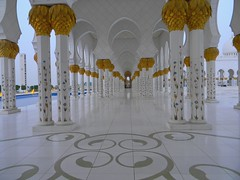 Grand Shaik Zayed Mosque, Abu Dhabi (mamasain) Tags: trip travel art tourism flickr dubai islam ngc uae landmark best arabic khalifa abudhabi awards arabian burj sheikhzayedgrandmosque szgmc shaikzayedgrandmosque