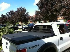 (DiamondBack Truck Covers) Tags: ford cg aluminum closed c pickuptruck f150 hd diamondback diamondplate whitetruck ff09 tonneaucover truckbedcover passengersidetaillightview blacklinex ruggedblack heavydutytruckbedcover lowprofilecabguard