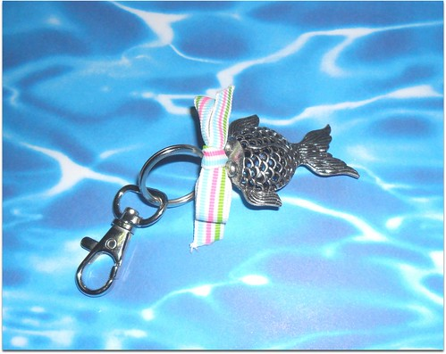 Porta chaves peixinho prateado by Fuxiquices-da-isa