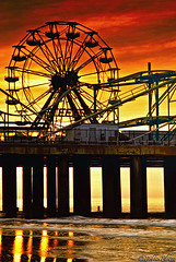 Sunrise Silhouette Ferris Wheel (D. Photos) Tags: sea beach water silhouette sunrise atlanticcity ferriswheel atlanticcitybeach beachshots debbiephotos newjerseysunrise atlanticcitysunrise dblringexcellence tplringexcellence eltringexcellence atlanticcityferriswheel