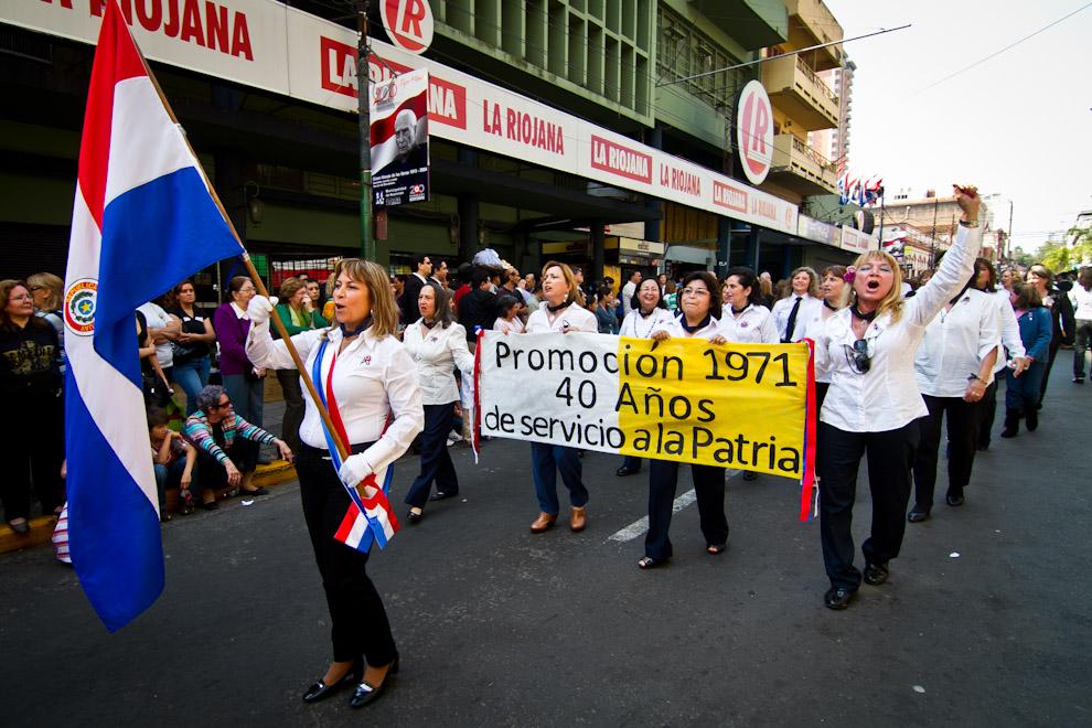 Miles de Alumnos y Ex-Alumnos de distintos Colegios de la Capital, participaron del Desfile realizado el día Lunes en honor al aniversario de Fundación de Asunción. (Tetsu Espósito)