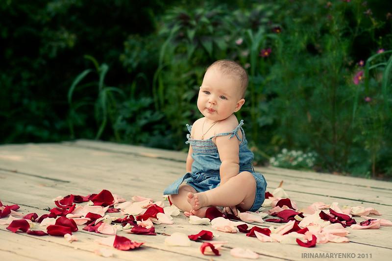 Фото с лепестками роз. Фотограф Ирина Марьенко. Fotostomp.ru