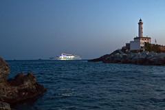 Saliendo de puerto al anochecer (ibzsierra) Tags: sea costa mer lighthouse faro coast boat mar mare barco ship ibiza eivissa baleares digitalcameraclub