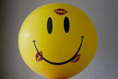 Happy Kisses Face (-kAoS-) Tags: love face yellow happy kiss amor kisses smiley labios feliz picos besos kaos carita chorolo
