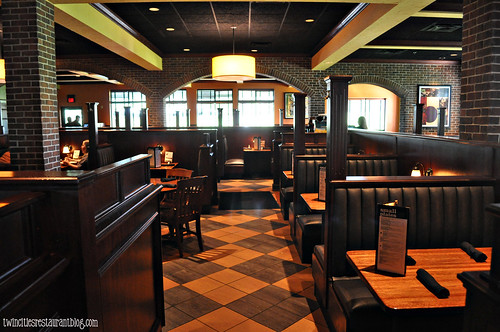 Dining at Houlihan's ~ Eagan, MN