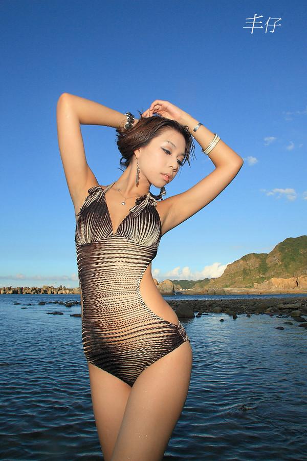 超級比基尼曲線之美  Liuye