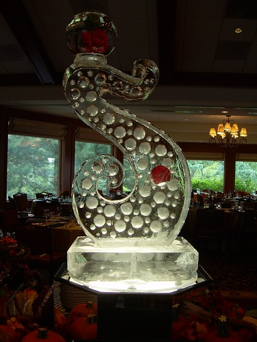 Bubbly Swirl ice sculpture