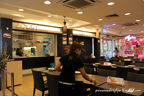 Life 1 Cafe 01